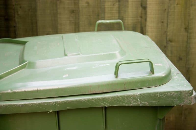 Keep the wheelie bin lid shut