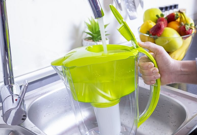 Filling water filter jug