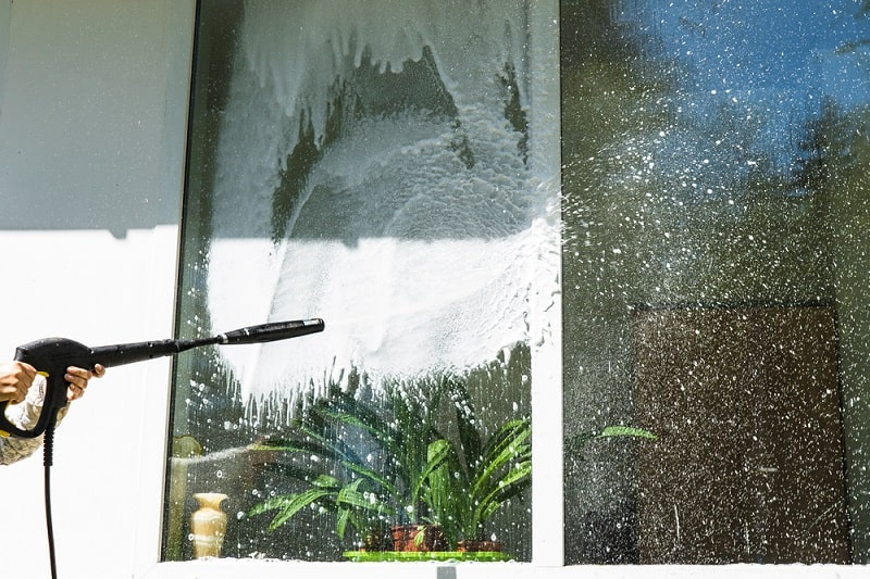 cleaning window with a a high-pressure sprayer